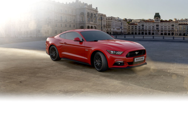 Mustang_Coupe_RaceRed_LHD_Front_00001